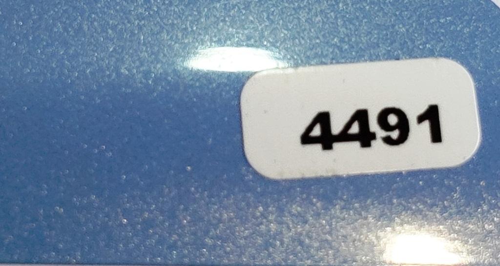 Жалюзи горизонтальные голубой глянцевый металлик 4491 купить по низкой цене в интернет-магазине okno19.ru
